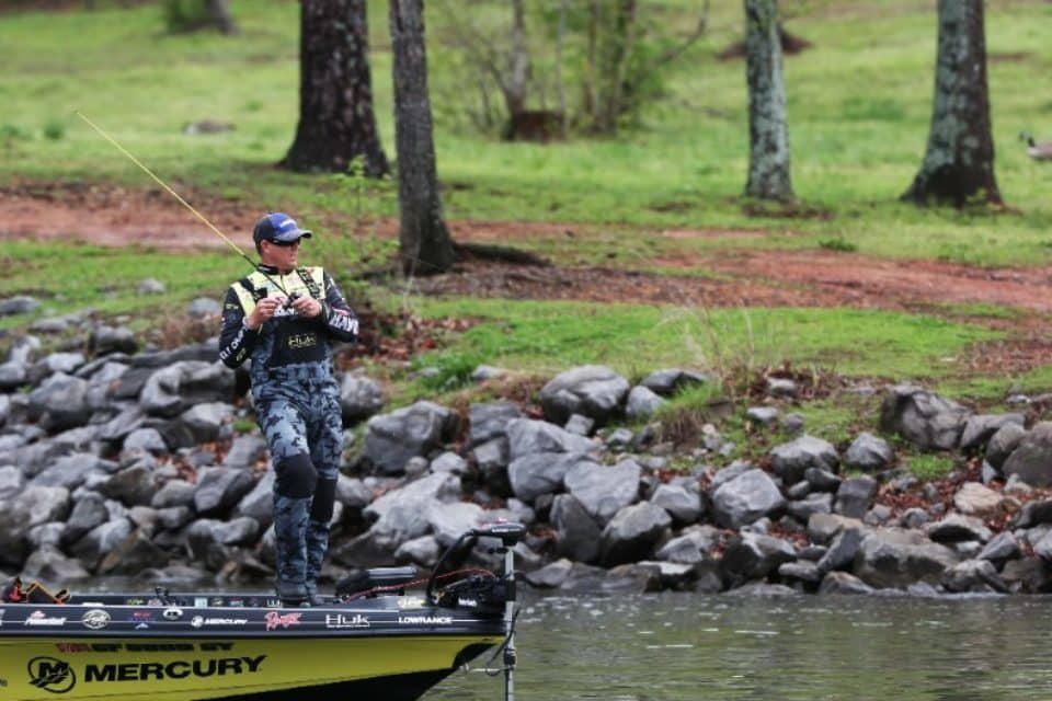 Huk performance apparel increases support as premier b a s for Fishing sponsor shirts